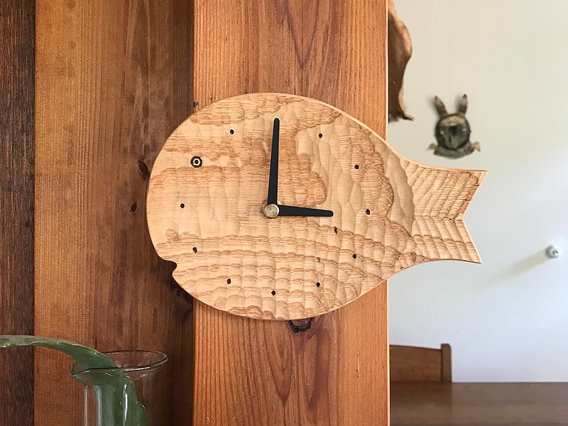 Fish wall clock S chestnut chestnut light version