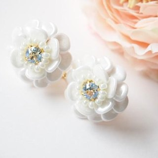 white flower pierce / earring (moon light)
