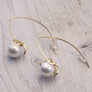 Pierce shell pearl and 14KGF original design Akabi earrings with high design / AkebiaPr01