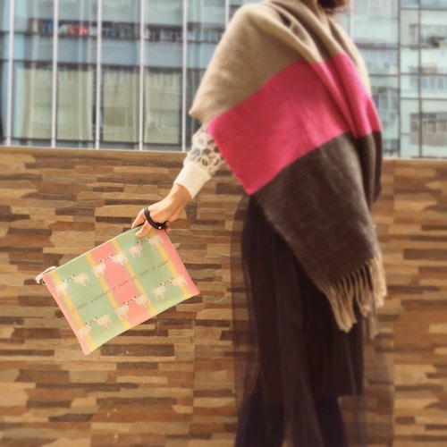 可爱山羊手拿包 lovely goat clutch bag by Shuki Design