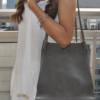 DELPHINE FAUX LEATHER BAG DOVE GREY