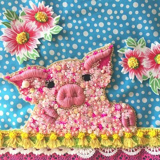 A little pig with flowers   pig animal pink flower embroidery beads