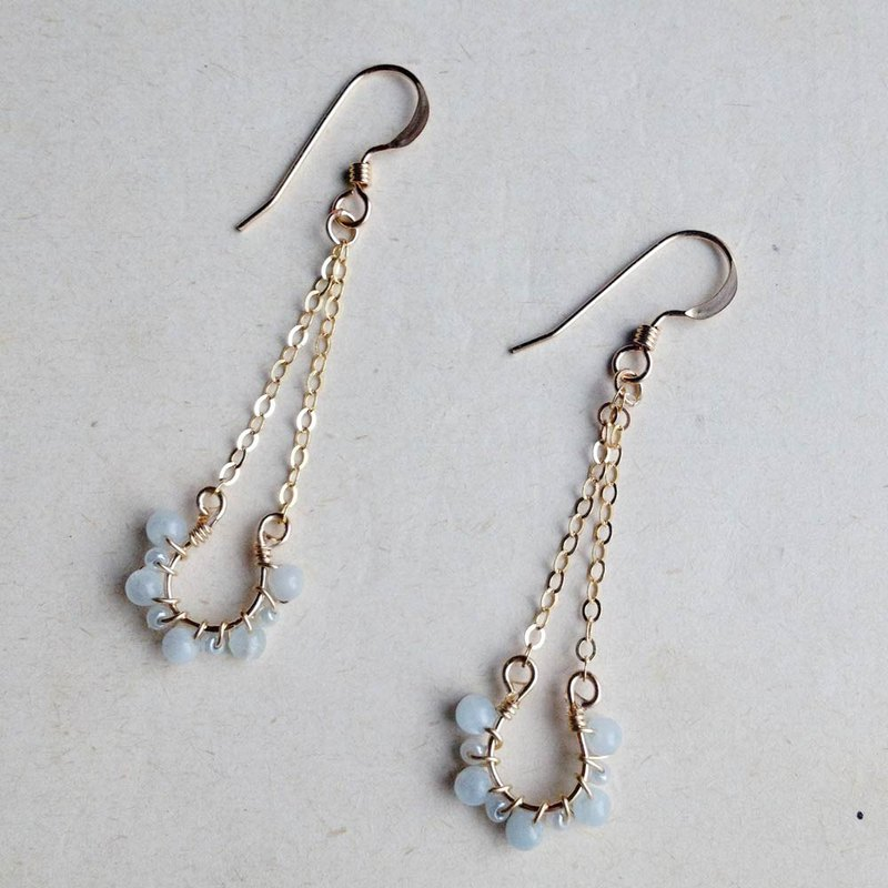 14kgf aquamarine and vintage beads petit hose shoe earring