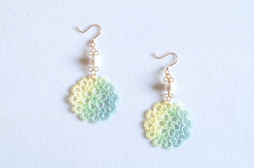 Hand-dyed tatting lace and cotton pearl earrings · Komorebi