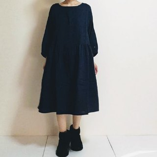 Double gauze simple gather one piece dress three-quarter sleeve dark blue color