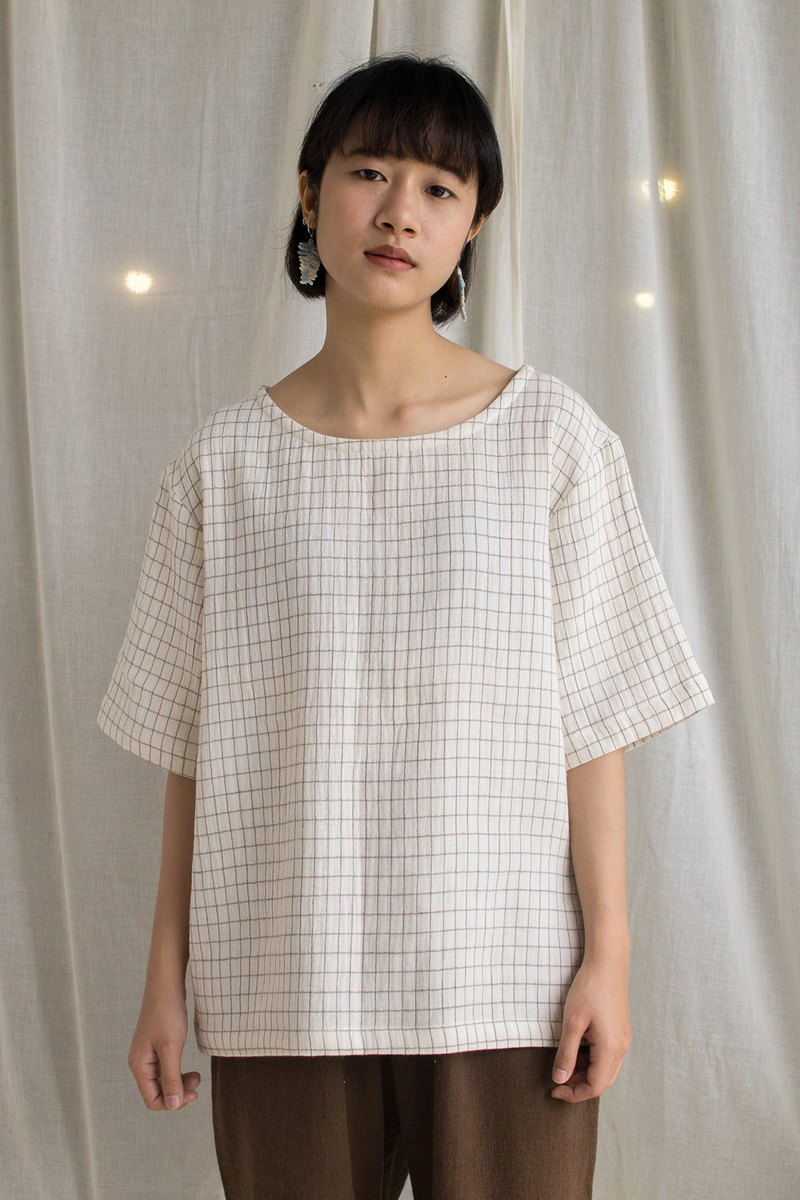 linnil: Square cotton round neck shirt