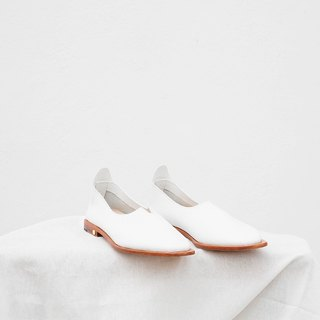 0.1 THE ARCH FLAT / WHITE