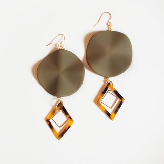 粉嫩波浪花瓣耳环 hirahira charm earrings Khaki color