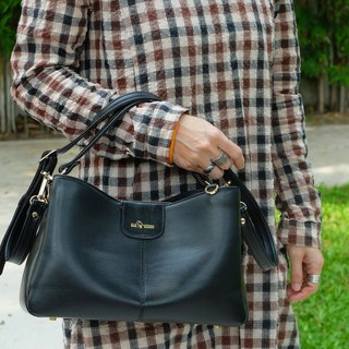 Valley an attractive lady handbag Black color