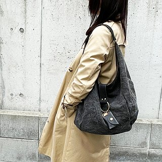 polta: Kuro (tannin dyed canvas × bamboo leather semi-shoulder bag)
