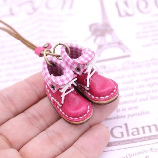 Of small leather boots necklace | with peach lining