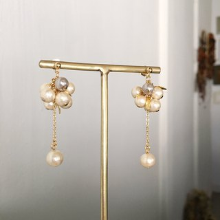 Cotton pearl elegant earrings