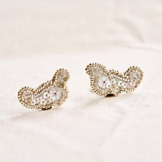 Cloud shaped earring b