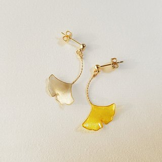 ginkgo leaf pierced or clip-on earrings<autumn>