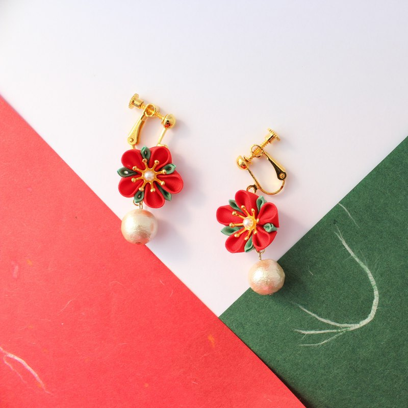 Kanzashi Christmas flower clip-on earring/ resin non hole earring
