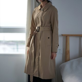 ee18/ The classic trench coat