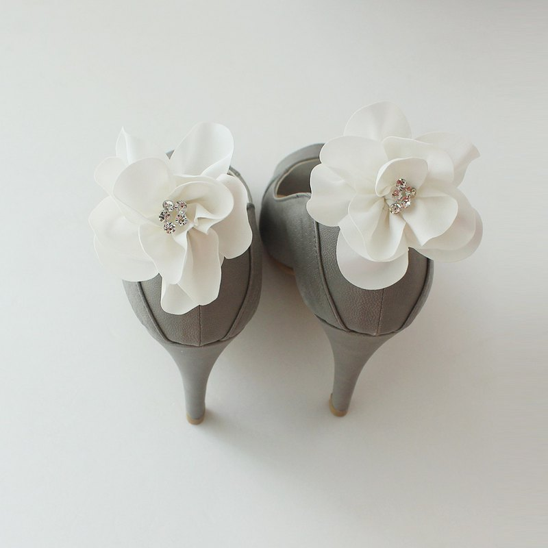 Elegant Decorative ivory flower Bridal Shoe Clips  for Wedding Party