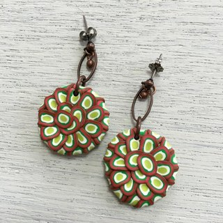 Grumbling circle earrings