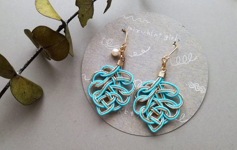 Mizuhiba leaf earrings / earrings color: light blue × gold