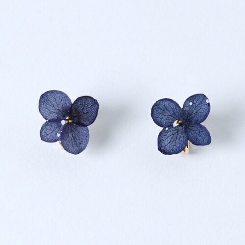 Hydrangea Earrings / Navy