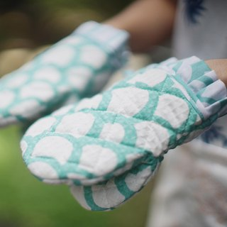 A little Oven Mitt - Wave Mint