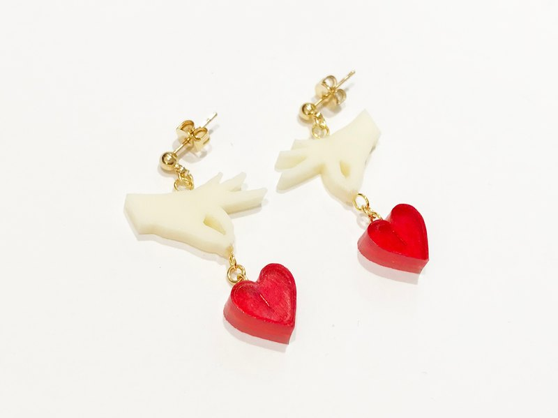 Pinch of heart pinching / earrings