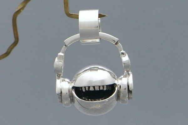 "music headphone smile jewelry necklace pendant sterling silver ball "" head phone open mouth smile ball pendant S"" s_m-P.48 ( 微笑 笑哈哈 銀 垂饰 颈链 项链 头戴式听筒 双耳式耳机 头戴式受话器 )"