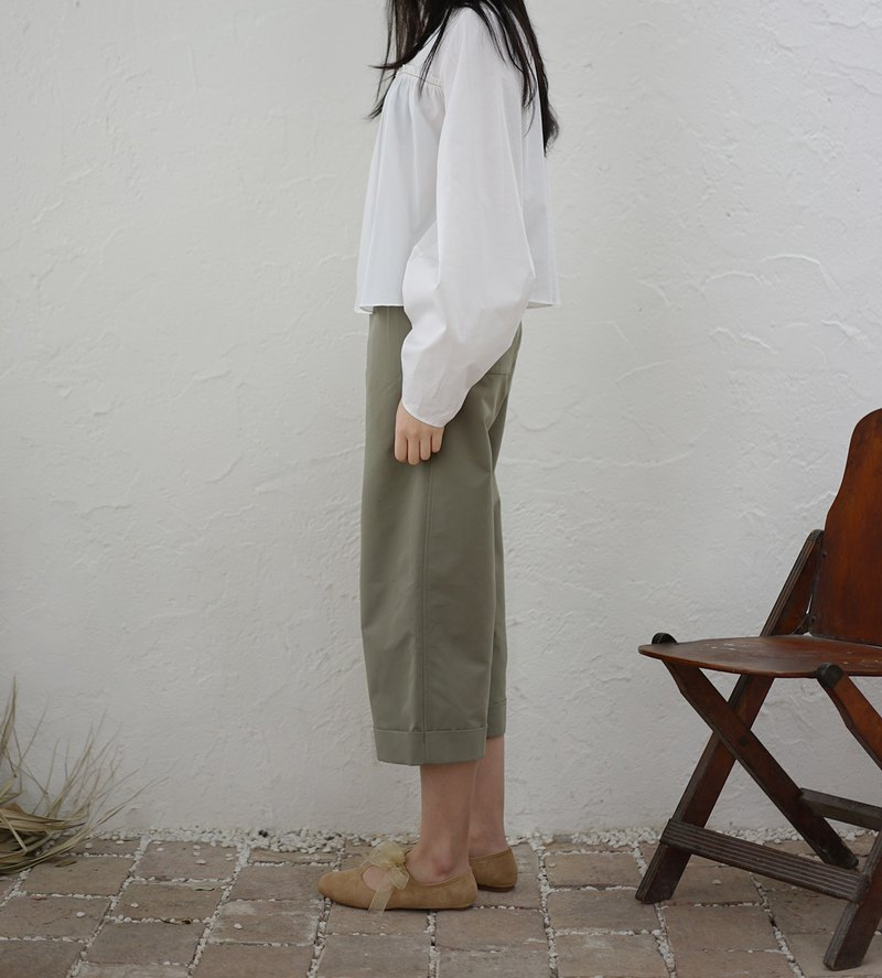 Cropped low-waist pants - pea green