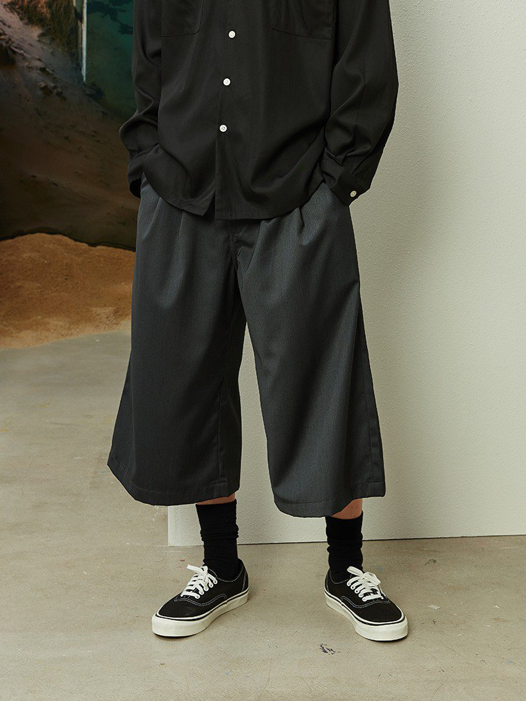 OPICLOTH PLEAT SHORTS 双褶八字型短裤