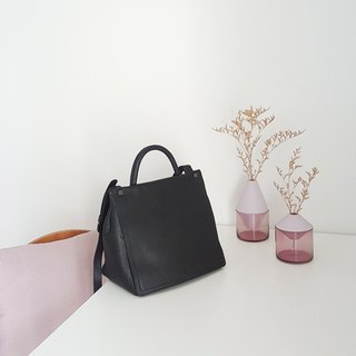 Primm Leather Back Zipper Bag in Black Color