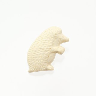 Pottery brooch (stand) hedgehog (creation)