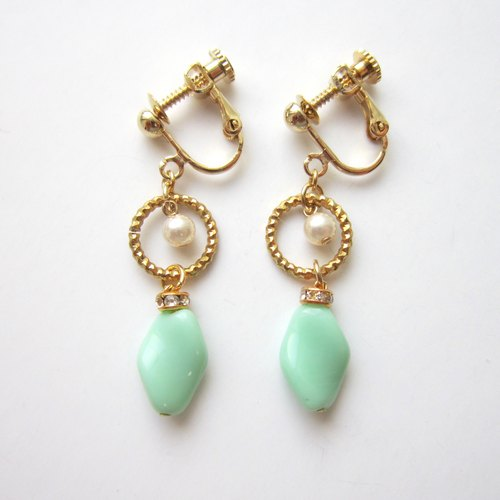 Vintage French Beads earrings (mint green)