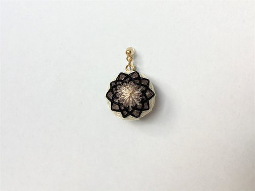 tachibanaya comari Japanese TEMARI earrings simple beige black
