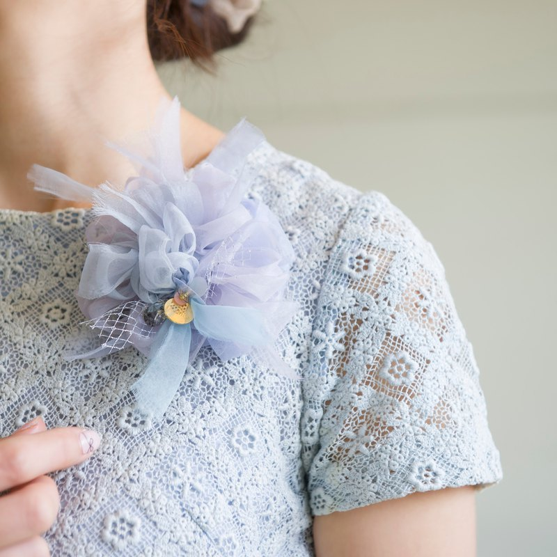 Gently coloring flowering braided corsage || Blue
