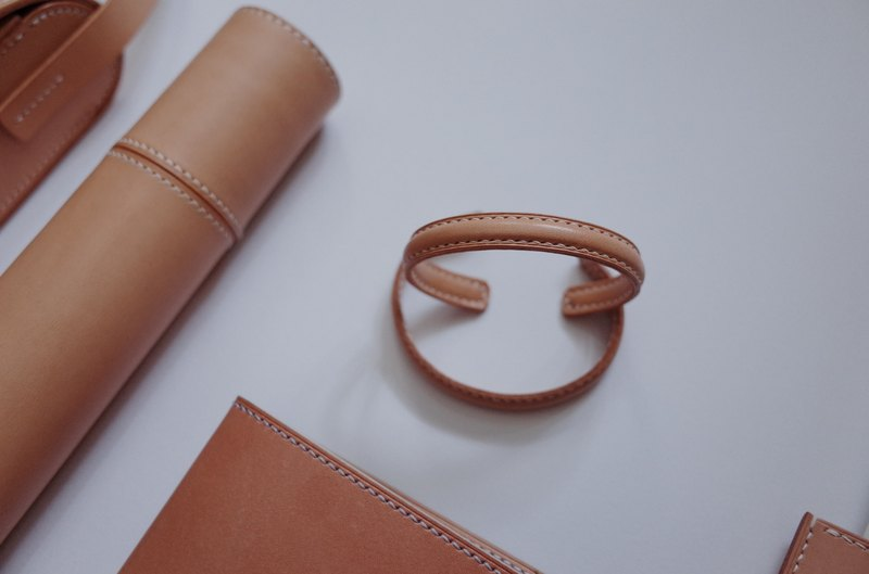 Leather Bangle - 皮革手环