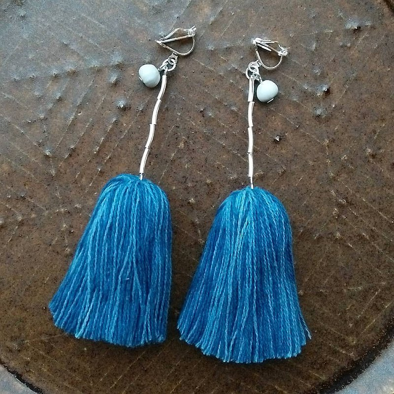 Natural Fringe Earrings / Indigo / Silver Plant Dyed Thread Juzudama job's tears Tassel