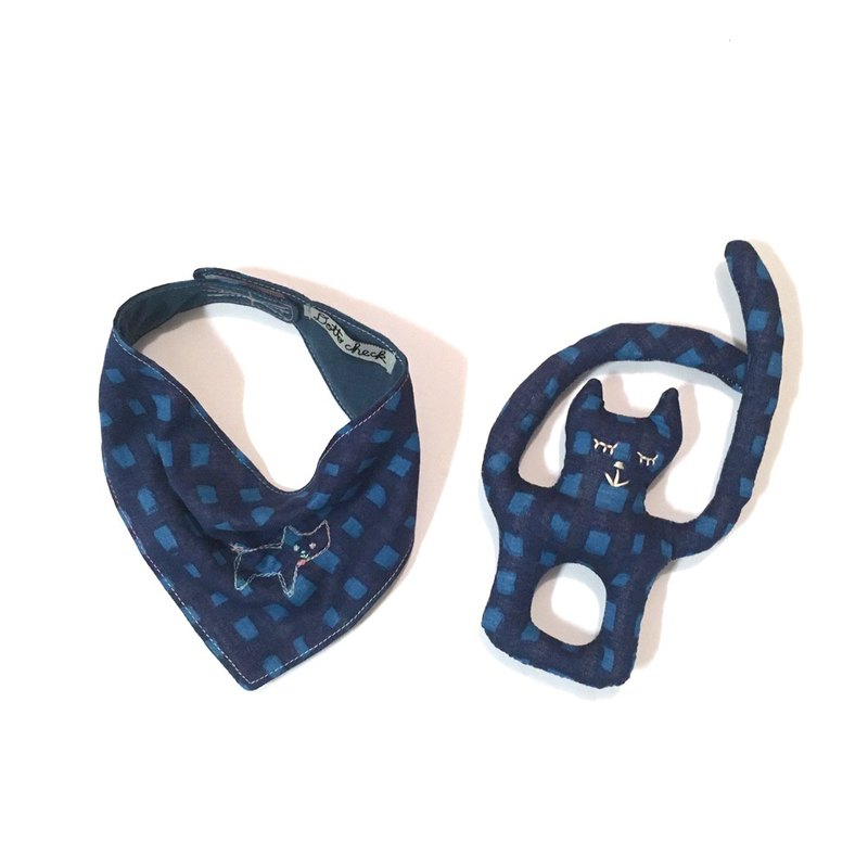 babygift bear cat Bib & rattle set