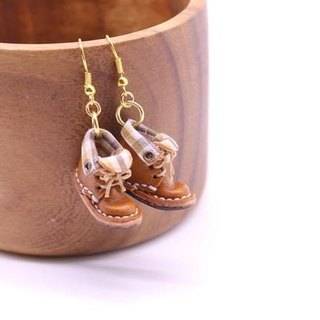 Swaying swaying small leather boots earrings | with chocolate lining