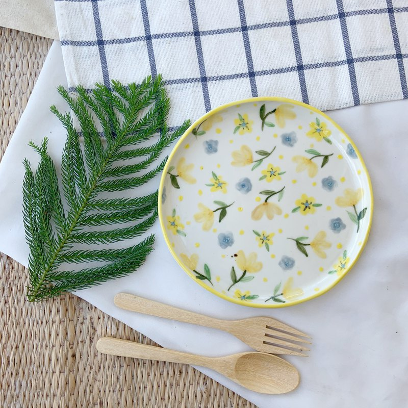 yellow flower plate