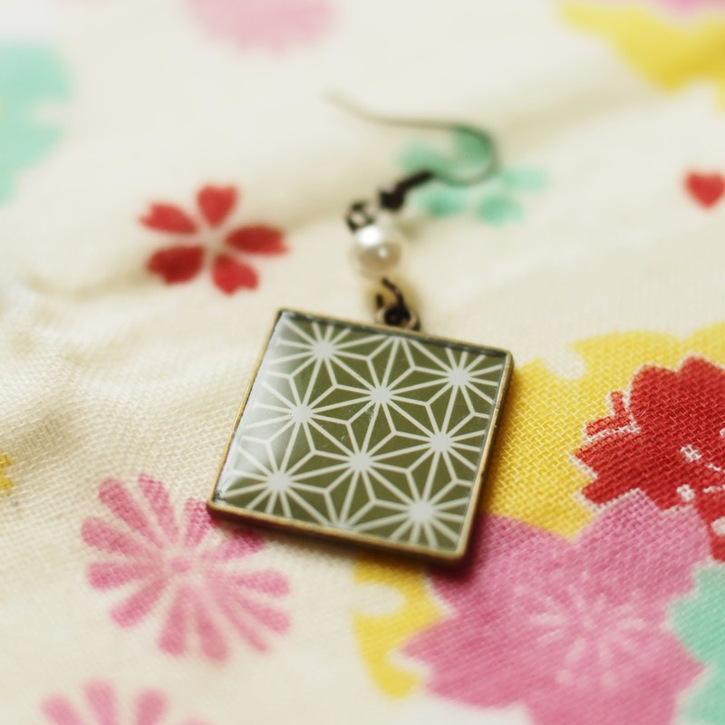 Japanese Pattern Square [Hemp Leaf] Earrings / Earrings