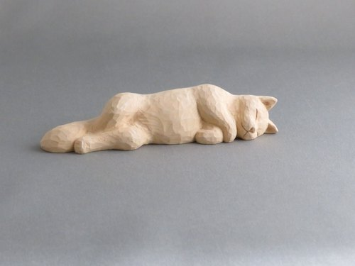 woodcarving cat. A nap Mary.