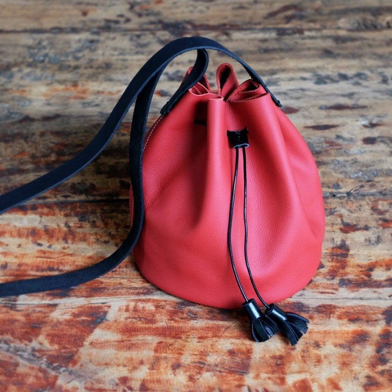 Small Bucket Leather Bag / Cherry Red Simple Cross-body Bag