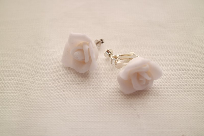 Baum Rose earrings / earrings lame white