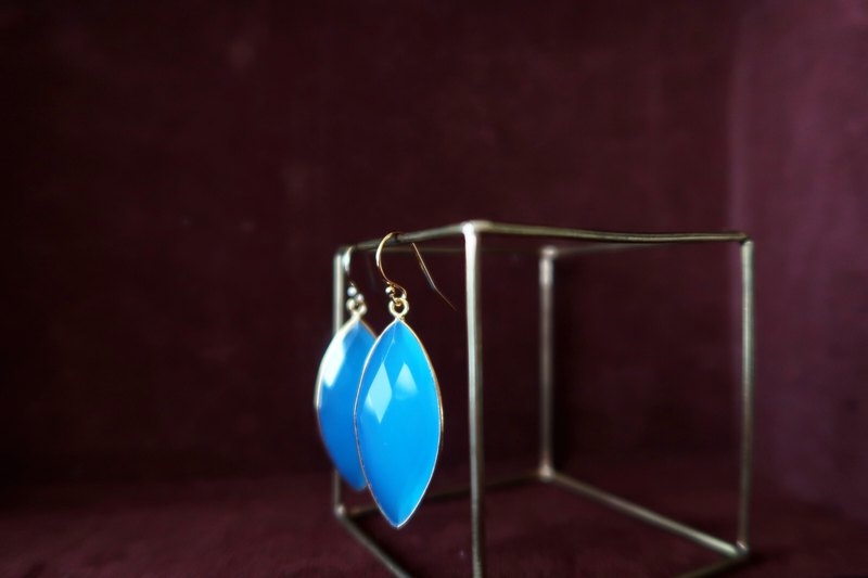 14KGF / MARQUISE BLUE CHALCEDONY EARRINGS
