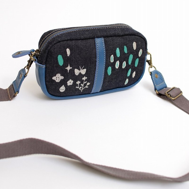 Light rain embroidery / shoulder pouch