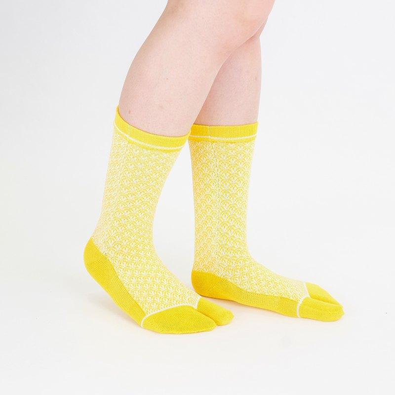 Qinghai wave Tabi socks L size [Yellow]