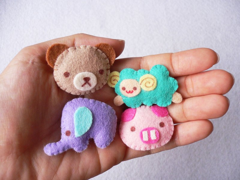 Set of 4 pieces mini bear, sheep, elephant and pig brooches