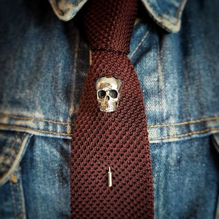 Skull  Lapel Pin in white bronze