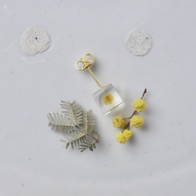 Mimosa stud earrings for one ear resin / stainless steel / Japanese design
