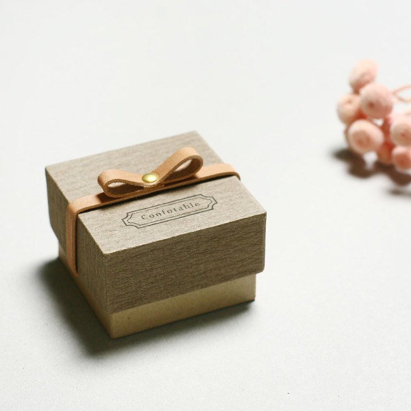 Comfortable // Charcoal gray) Giftbox Leather ribbon Small box to convey feelings